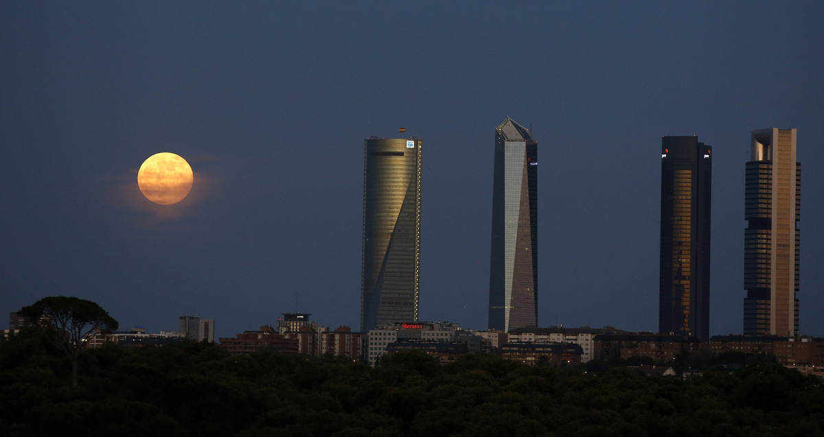 "A ""super moon"" rises near the Four Towers business district in Madrid, . (Paul Hanna/Reuters photo)"